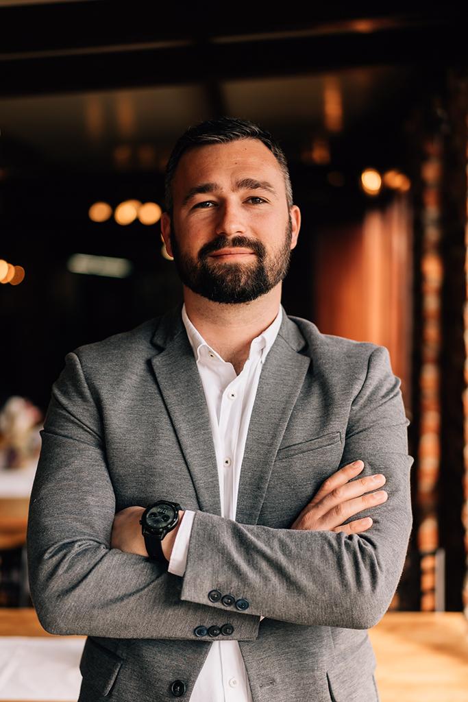Tomislav Klapan – Voditelj prodaje odjela catering i resort, operativne financije